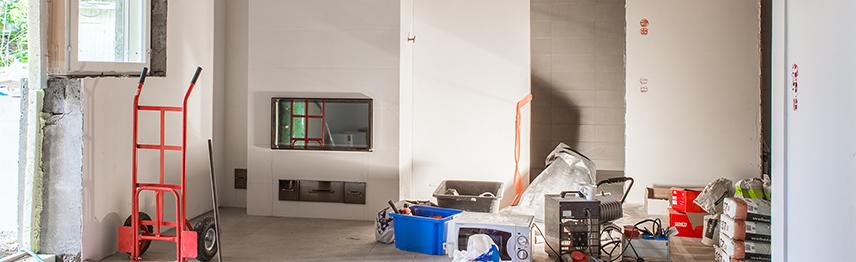 Remontit tuottavat väliaikaisesti sotkua huoneeseen. Kuvassa välineitä, joita remonteissa tarvitaan.