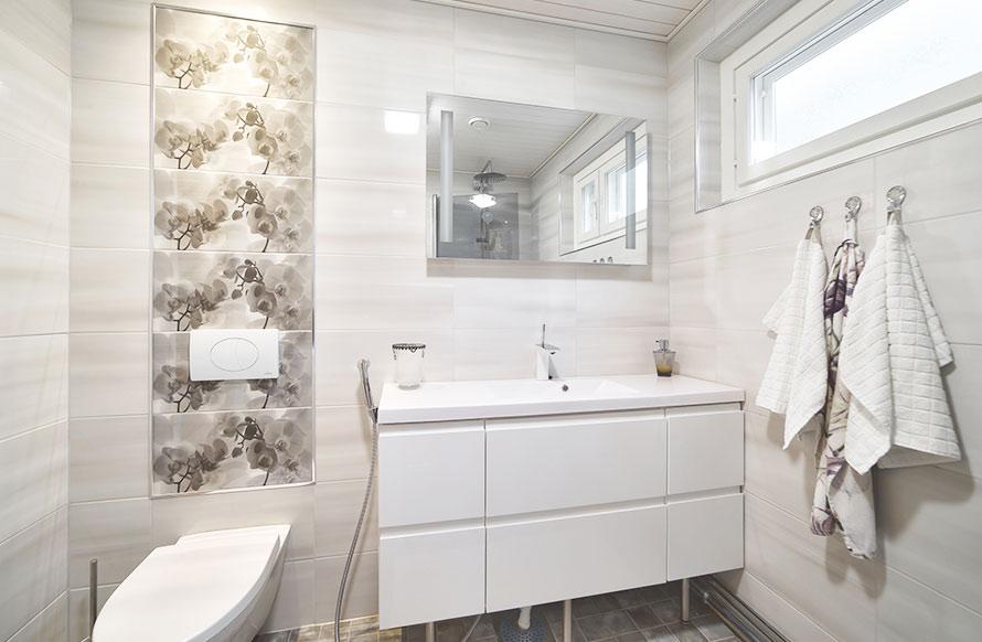 Valmis kylpyhuone remontin jälkeen.