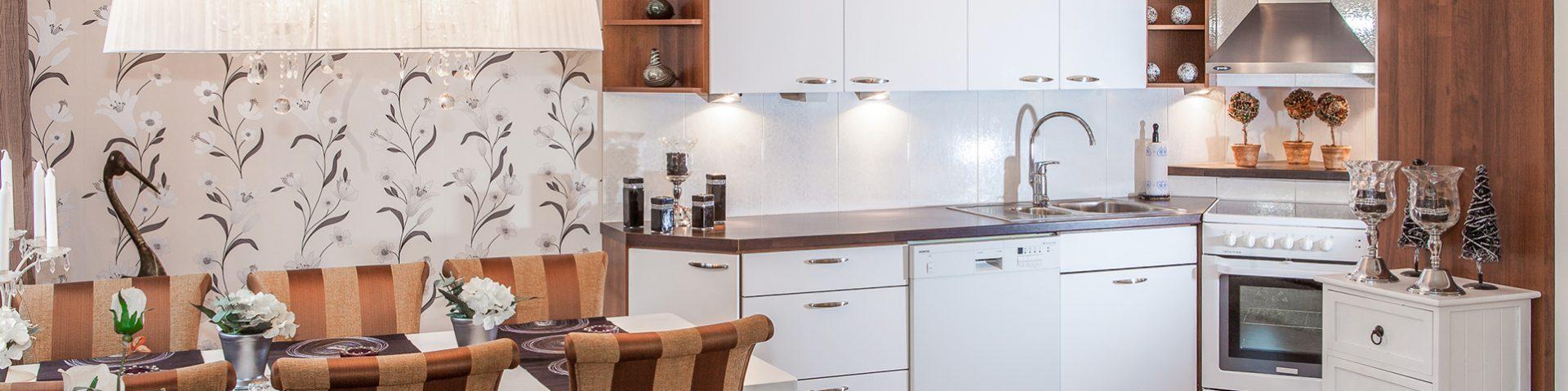 Toteutamme keittiöremonttisi ammattitaidolla. Saat Tampereen Rakennustiimiltä unelmiesi keittiön edullisesti. Pyydä tarjous!